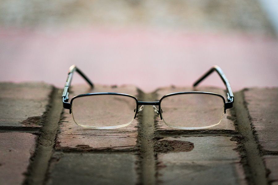 Better understand the role and characteristics of eyeglass clips - Dailytec